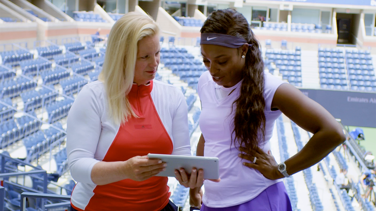 Sloane Stephens (r.) looks over the IBM-powered analytics.